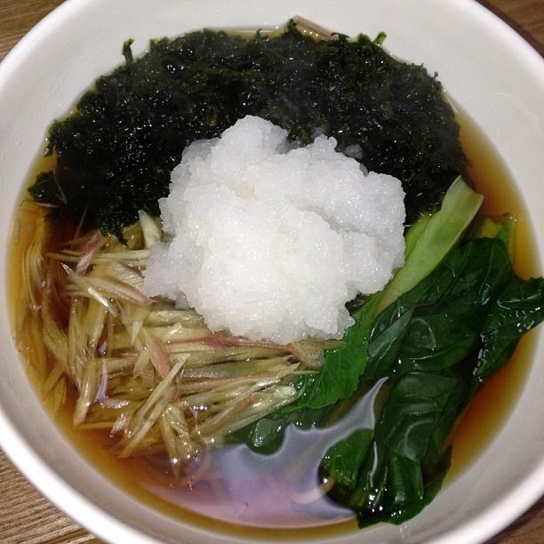 青さのり、小松菜、大根おろしの暖かい日本そば - @toshi_e- #webstagram