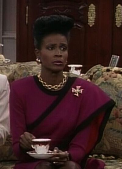 Janet Hubert as Aunt Viv. The first lady. In this effortless esemble. Fashion Icon.