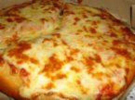 Receita de Massa para pizza - massa homogênea e macia que solte das mãos. Cubra e deixe descansar por 15 minutos. Divida a massa em quatro partes e sobre uma superfície lisa e...
