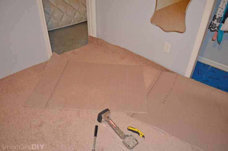Cutting of excess carpet