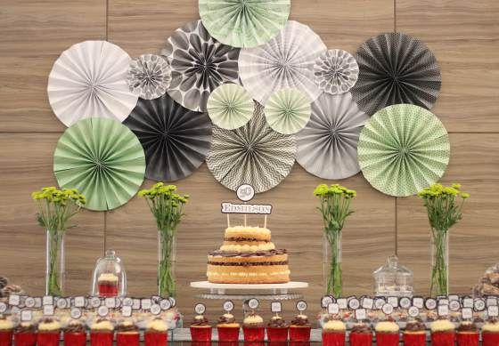 party decor, decoraçao de festas, 50 anos, 50th birthday, festa de adulto, masculine decor, decoraçao masculina, leques de papel, paper garland, backdrop, dessert table, mesa de doces.
