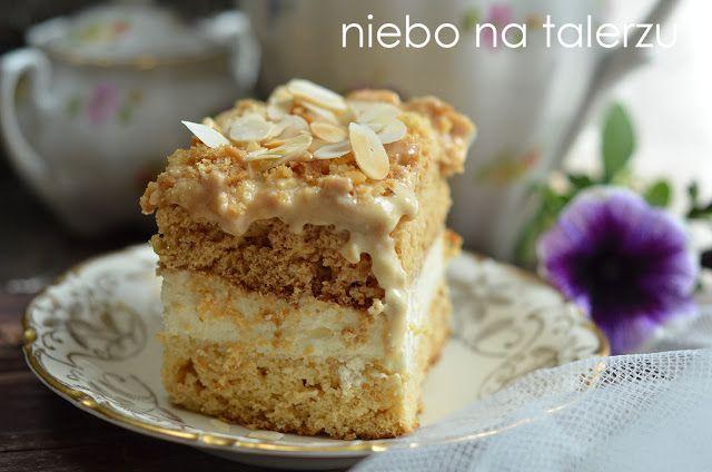 Ciasto krówka, ciasto z kremem śmietanowym i masą kajmakową. Miodowe w kolorze i bardzo delikatnie w smaku, najlepiej smakuje po dwóch dniach.