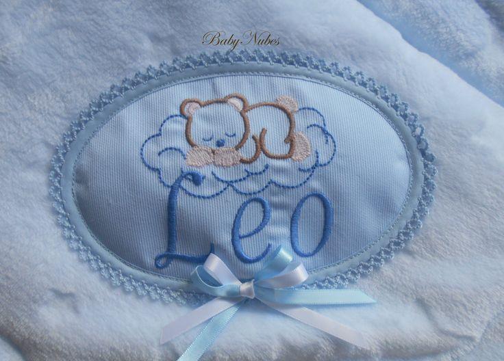 Mantas de bebe personalizadas, con nombre bordado, realizadas en pelito estrella de calidad. BabyNubes. Contacto en Facebook