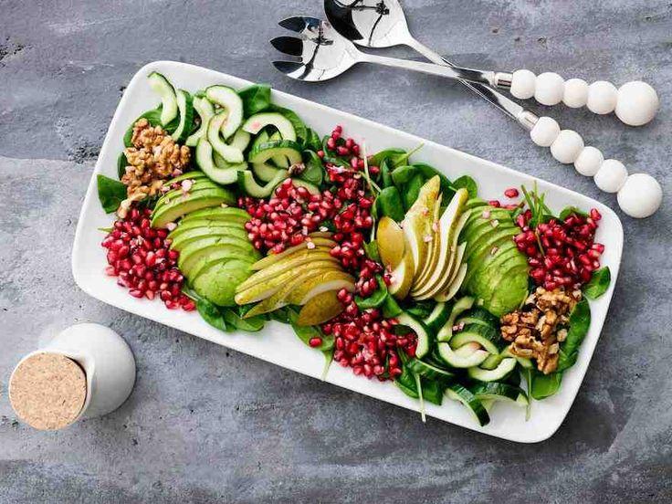 Hedelmäisen ja ravintorikkaan salaatin kosteuttaa inkiväärivinegretti. Tarjoa salaattia liha- ja kanaruokien kanssa. Lisäämällä joukkoon esim. kanaa, tonnikalaa tai kinkkua saat lounassalaatin.