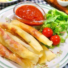 イタリアンで食べたくなるマルゲリータ! 中華の揚げ物と言えば春巻き!そんな2つをMIXさせて、オヤツにも、おつまみにもピッタリのスティック春巻きです。 簡単なのに美味しい〜♪水気がないので冷凍しておけば、いつでも美味しく頂けます☆ ソースを別添えしたことでサクサク感がUP!! トマトソースはトマトピューレを使って時短で手作り!! 女子会にも喜ばれる一品です。手順も簡単!中身は殆ど火を通す必要がないので揚げ時間も短く、バジルの香りと生ハムの塩気が最高のおつまみです☆ 平日にピザが食べたいと思ってもなかなかピザ生地から用意するのは時間がかかりますよね。そんな時に春巻きの皮を使ってみたら美味しく出来たんです。ただソースを中に入れてしまうと破裂したり、水分が出てきてカラリとした時間が短い。 そこでソースを別添えにしてみたら、冷めてもサクサク感が残り、ソースもつけて食べる方が美味しかったんです。前もって作っておいて冷凍しておいても大丈夫なのでホームパーティにも、普段のおかずにも、ワインにも合うオシャレな春巻きが出来ました。…
