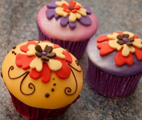 1000 images about cupcakes flowers on pinterest green for Fun and easy cupcake decorating ideas