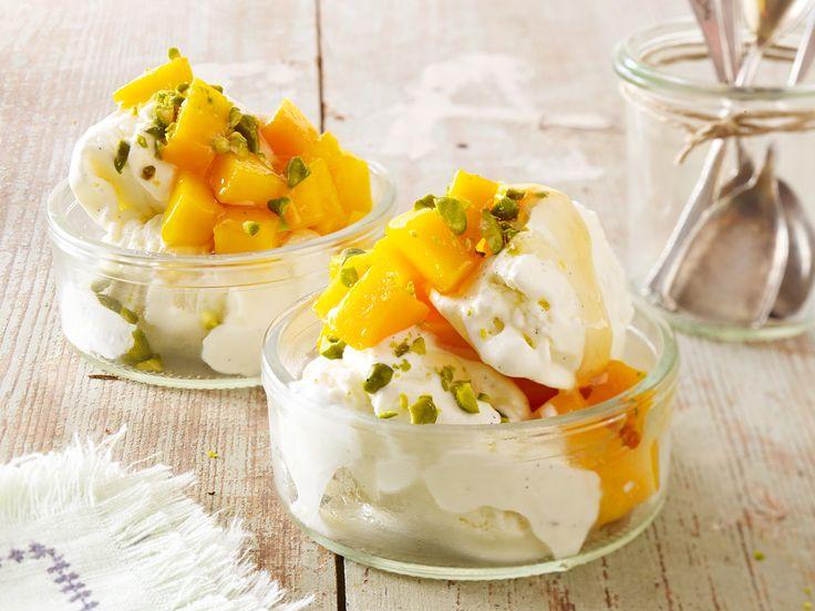 Frozen Vanilla Yoghurt mit Mango und Honig
