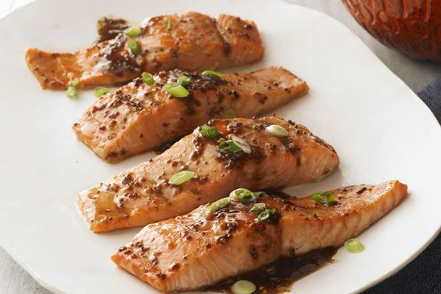 Le sirop d'érable et notre vinaigrette Balsamique aux figues se disputent la vedette de ce plat tout simple. Accompagné de riz vapeur et de haricots verts, ce saumon fera un excellent repas complet.