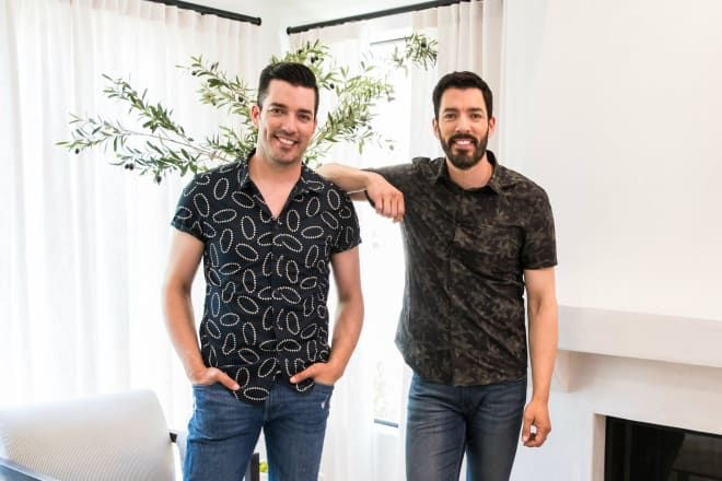The Property Brothers New Hgtv Show Is Helping Celebs Give Back With Home Renovations Property Brothers New Wallpaper Celebrities