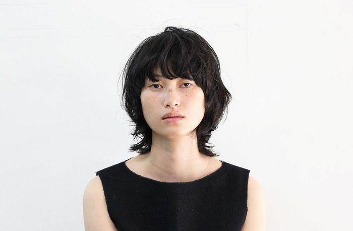 ヘアスタイルが個性的だから、日本人でもポイントメイクかナチュラルメイクで様になるのが嬉しい。