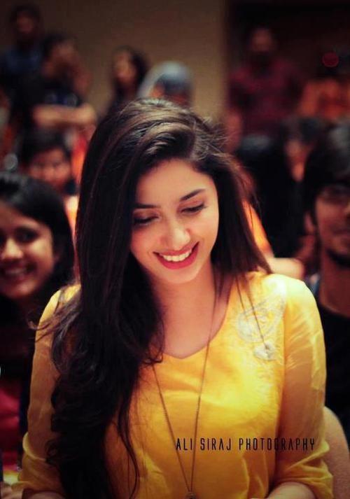 Mahira Khan in canary yellow (www.articlia.com)