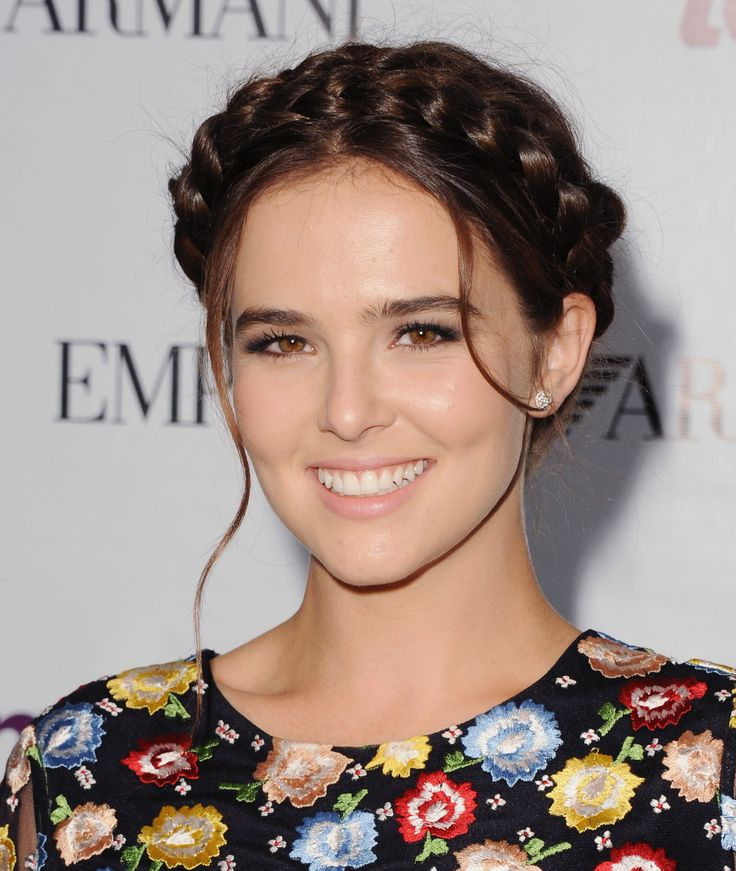 'Vampire Academy' Star Zoey Deutch On Falsies, Matte Red Lips and Date Night Looks   Beauty High