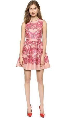 ribes-red-valentino-lace-brocade-dress.jpg (255×452)