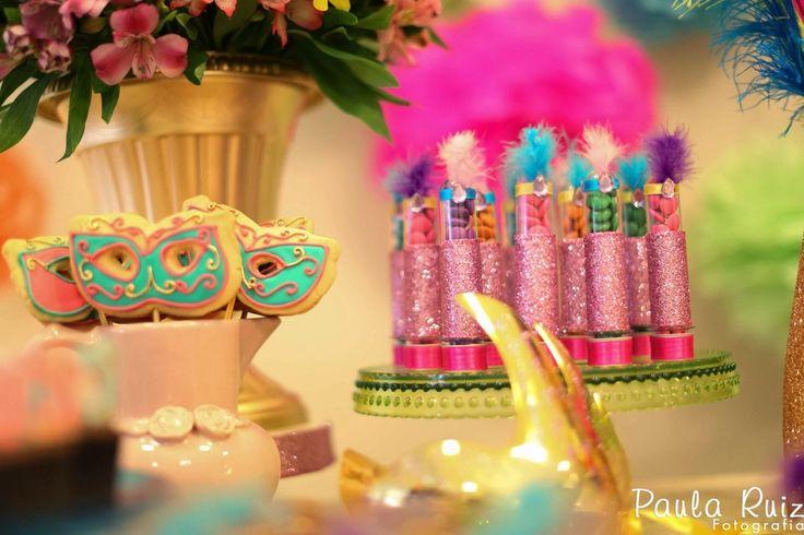 Apaixonada por esta linda Decoração de Carnaval!!Venha se inspirar nesta fofura de festa.Imagens do blog Frescurinhas Personalizadas.Lindas ideias e muita inspiração.Bjs, Fabíola Teles.Mais id...