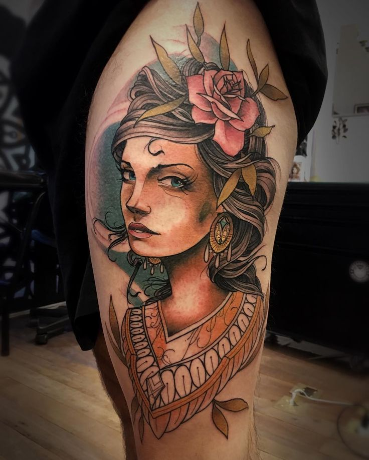 Tatuagem feita por Lucas Porto.  Mulher no estilo Neo Tradicional.  #tattoo #tattoo2me #tatuagem #neotradicional #art #arte