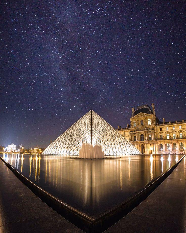 Le Louvre by Saul Aguilar.