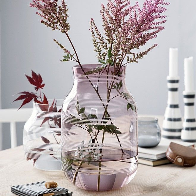 Discover the iconic Kähler glass vase. The Omaggio glass vases are created with the same craftsmanship and quality in mind as the rest of the Omaggio range.