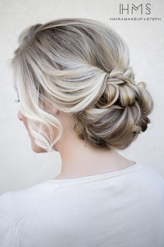 Peinado recogido flojo muy natural
