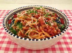 Spaghetti met rode wijn en worst - spaghetti recepten — Alles Over Italiaans Eten