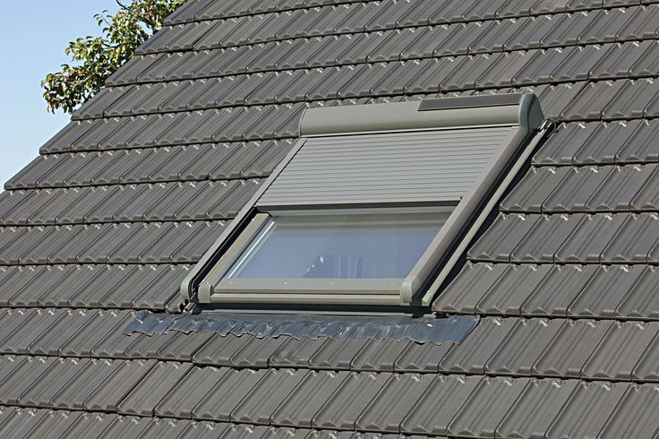dachfenster mit auenrollo gallery of velux dachfenster solar rolladen ssl sk s s in baden. Black Bedroom Furniture Sets. Home Design Ideas