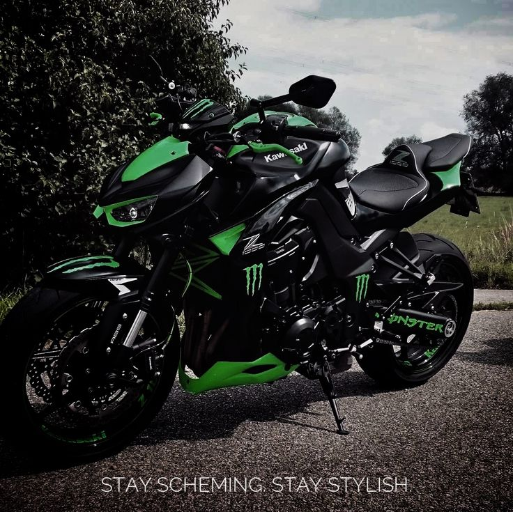 A monster lurks within these streets.  IG: @sonny_z1000  #nakedbike #bikelife #kawasaki #z1000