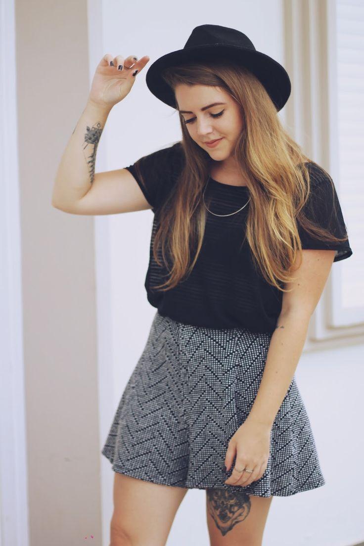 Look Shorts Hotpants   Chapéu   Flats Via Uno
