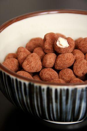 Amandes au chocolat  http://www.beaualalouche.com/archives/2013/12/18/26862486.html#utm_medium=email&utm_source=notification&utm_campaign=beaualalouche