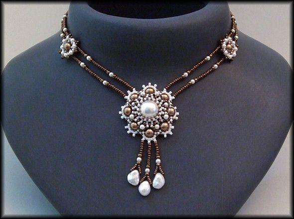 Kronleuchterjuwelen Glasperlenschmuck - Medaillonkette in bronze-weiss