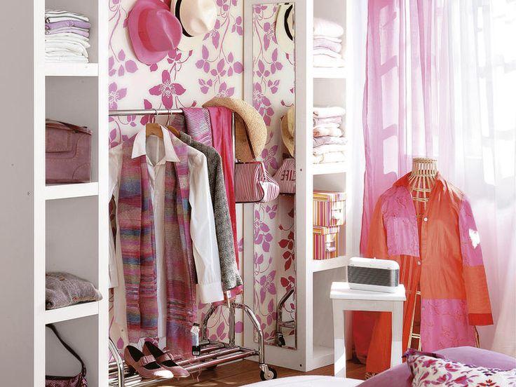 Pon un mini #vestidor Con dos estanterías verticales sin trasera y una balda sobre ambas