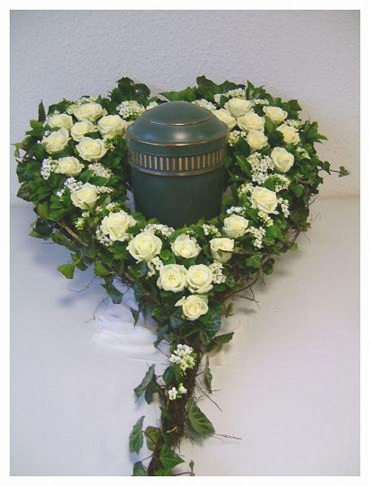 598 best Floristik - Trauerfloristik images on Pinterest | Crowns ...