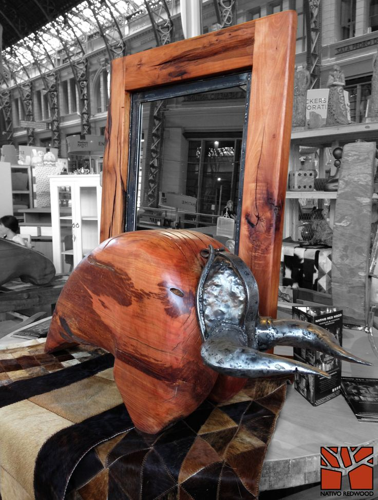 Nativo Redwood. Escultura de toro de madera nativa de roble rústico de una pieza con cachos de fierro forjado reciclado. Diseño de JPBisbal  Disponible en nuestra casa matriz en Av. Camilo Henriquez 3941, Puente Alto. www.facebook.com/nativoredwoodsa