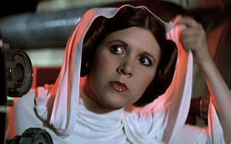Star Wars est sorti en mai 1977 aux Etats-Unis. En France, le tout premier épisode a débarqué le 19 octobre dans les cinémas. Peu avant ça, Carrie Fisher a donné une interview à TF1 pour expliquer le film.