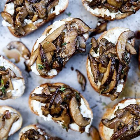 Mushroom & Goat Cheese Crostini // @floatingkitchen. Find this #recipe and more on our Mushroom Feed at https://feedfeed.info/mushrooms?img=1237031 #feedfeed