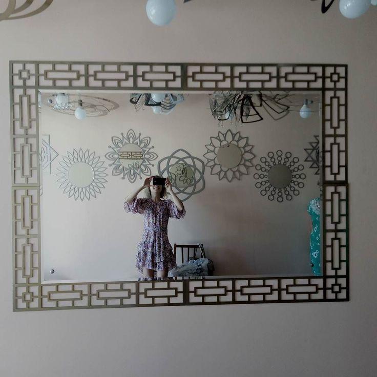 В нашем магазине. Новое огромное зеркало.