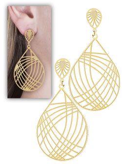Brinco folheado a ouro c/ adereço em formato oval c/ estampas e detalhes vazados-Clique para maiores detalhes