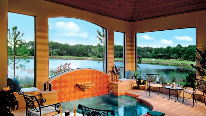 The Ritz-Carlton Club, Jupiter, Florida: Outdoor kitchens and Med-tiled whirlpools encourage al fresco living.