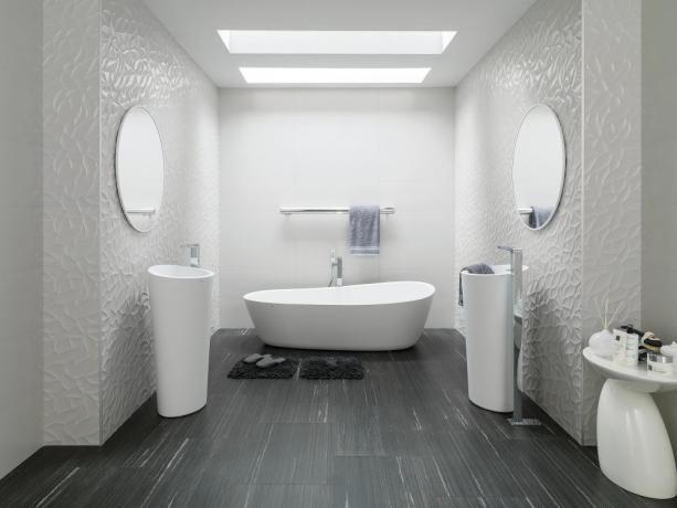 Biała płytka z dekoracją liści 3D minimalistyczna łazienka