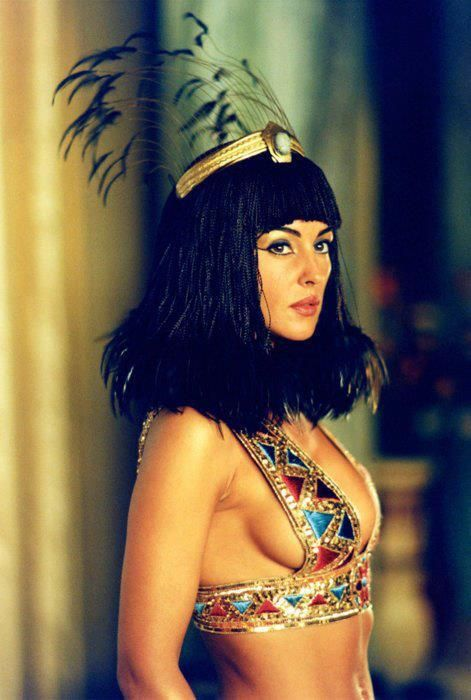 Monica Belluci as Cleopatra in Asterix & Obelix: Mission Cleopatre (2002)