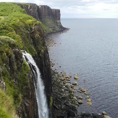 Waterfall in Scotland : Kilt Rock | #Scotland #waterfall #ecosse #water #nature #landscape