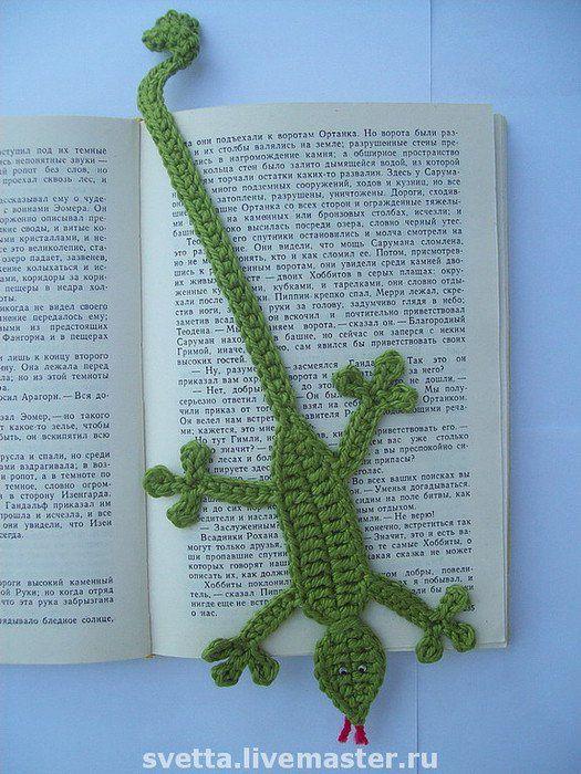 Crochet lizard bookmark