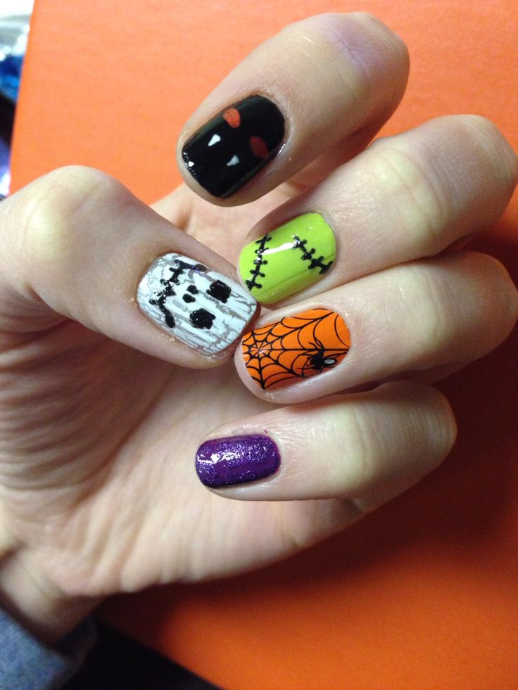 Cute Halloween nails! White crackle skull, black bat ...