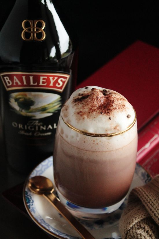 Hmm... I stedet for Irish coffee? Bailey's Irish Cream Hot Chocolate. Heat 3 cups of milk in a small saucepan and slowly stir in 150g of chopped chocolate. Combine with 45ml of Original Baileys Irish Cream and...