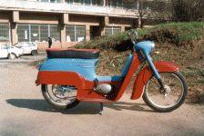Prototyp Jawa 550Pionýr skútr slaminátovou karoserií a tzv. revmaplechy