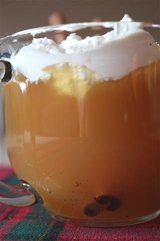 Warm Vanilla Cider: apple cider, brown sugar, nutmeg, vanilla bean, bourbon, whipped creamApples Cider, Alcoholic Beverages Warm, Brown Sugar, Apple Cider, Vanilla Cider, Vanilla Beans, Autumn Warm Beverages, Whipped Cream, Warm Vanilla
