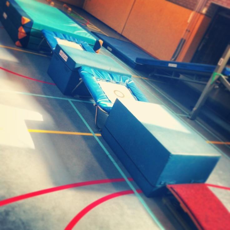 Springen Ideeën gymles kleutergym - Peutergym of ouder en kindgym @saturna-alkmaar