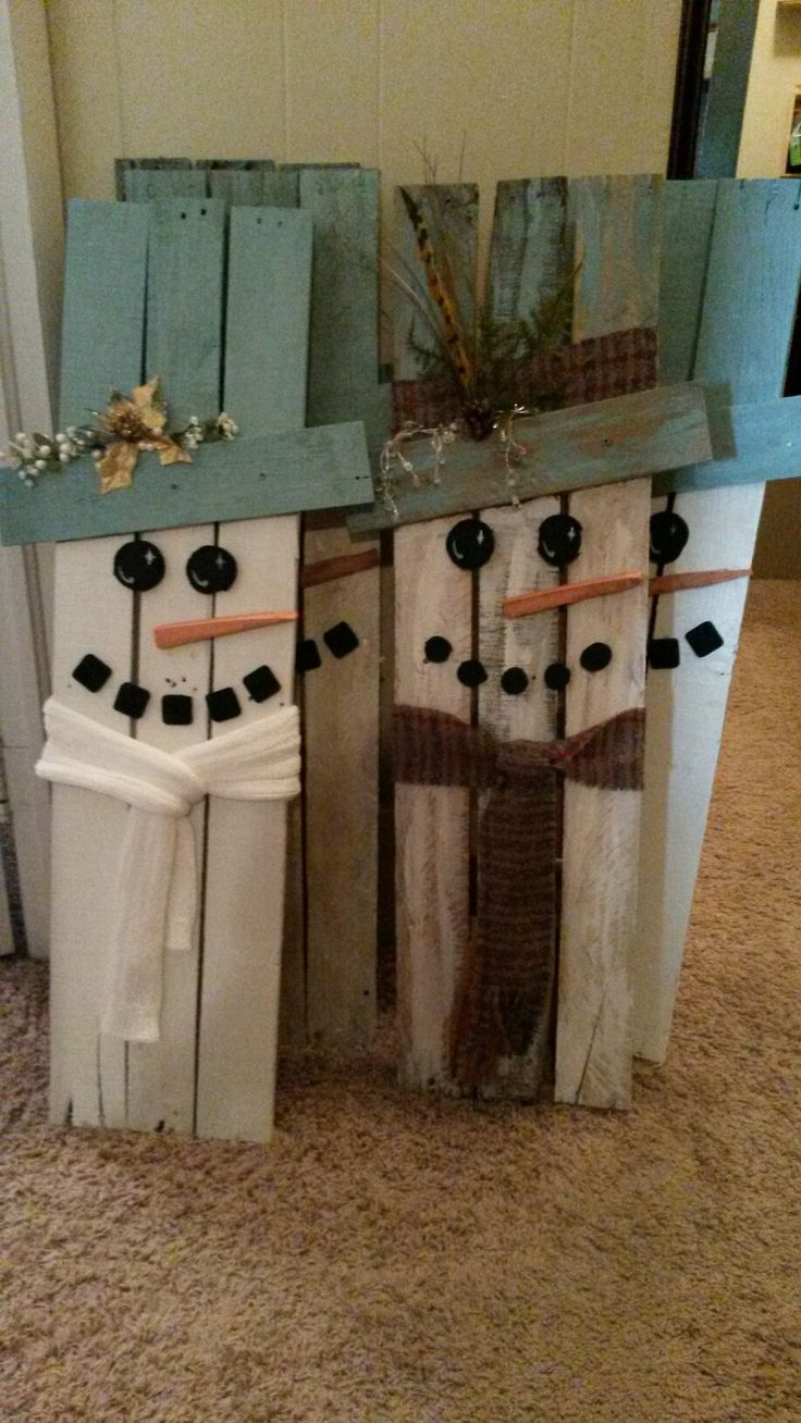 Pallet snowmen #3 and #4, plus 3 more in the back. Whew! I think that'll do it for this year on the snowman making operation! Now on to the reindeer! (Really looking forward to the reindeer! Wish me luck!)