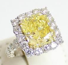 If you want to sell your diamond ring at the highest rate, sell it to WeBuyGoldCanada. We are known as Canada's most popular and reliable diamond and precious metal buyer. We pay you the highest cash.