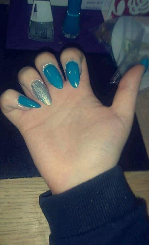 A set of Gel nails I done 💅 #Nails #GelNails #AlmondShaped #Blue #Glitter #Silver