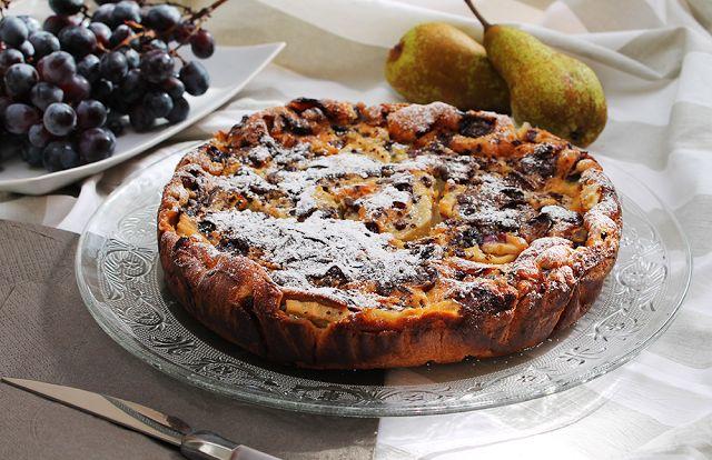 Clafoutis al farro con pere, uva e cioccolato per Re-Cake