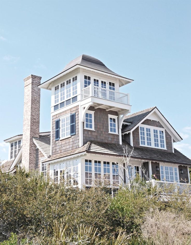 Beautiful beach house in New Jersey used by Tory Burch for her fall photo shoot - love the lines and character!